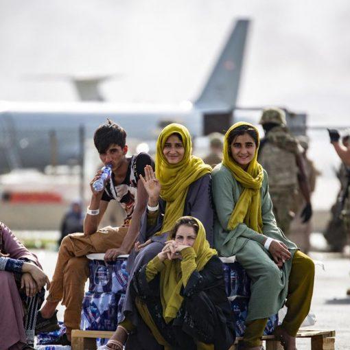 """[KABUL] Miles de afganos escapan de su país pero no eligen venir a Argentina """"Es un país muy inestable, no estamos acostumbrados"""". ..."""