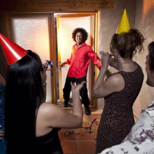[TENDENCIAS] Cómo es la nueva moda de los cumpleaños sorpresa, con fechas al azar, incluso a meses del cumple real. ...